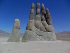 Mano del desierto de Mario Irrarazaval
