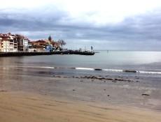 Cuando baja la marea... Playa de la Ribera en Luanco (Asturias)