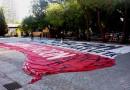 Preparando la bandera Fotografía de Mariluz Soto