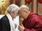 Saludo Humberto Maturana y Dalai Lama. Fotografía de Ernesto Jara