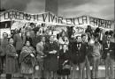 Fotografía de una protesta contra el régimen militar en 1985. En primera fila se puede observar a Fernando Castillo Velasco junto a Adolfo Zaldívar