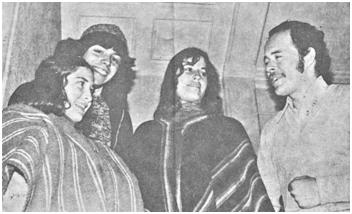 Barbara Délano, Teodoro Cassua,Cecilia Atria,Ricardo Avila. Foto para los Carteles Poesia en la Calle edicion UEJ.1976.