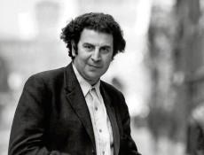 Milan, 1970. Portrait du musicien grec Mikis Theodorakis (nÚ en 1925). Photo Londi. !AUFNAHMEDATUM GESCHÄTZT! PUBLICATIONxINxGERxSUIxAUTxHUNxONLY FARA02881